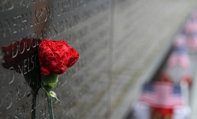 https://pixabay.com/en/memorial-vietnam-wall-remembrance-1497266/